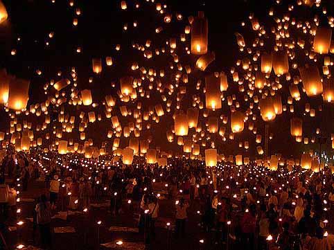 Luciérnagas sobre el cielo de Chiang Mai