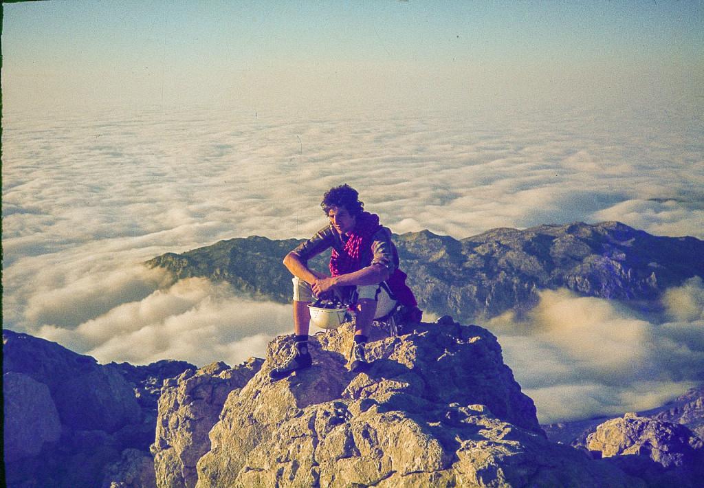 1980- En la cumbre tras escalar la cara oeste del Naranjo de Bulnes