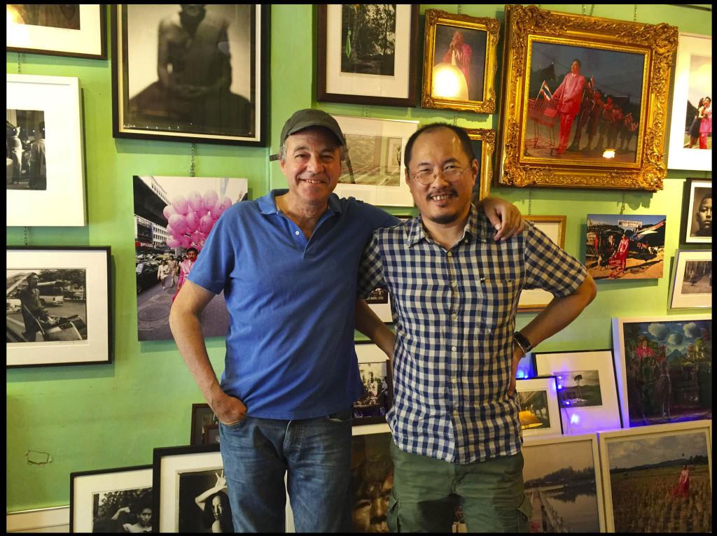 Manit y Gonzalo en su estudio de Bangkok