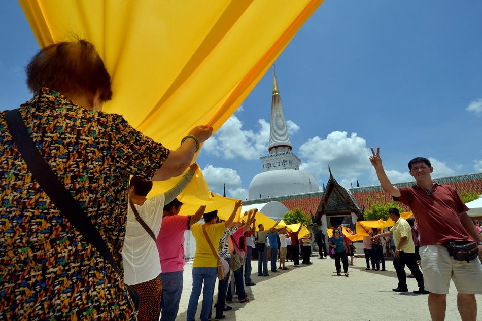 Peregrinos malayos en Wat Phra Mahathat.