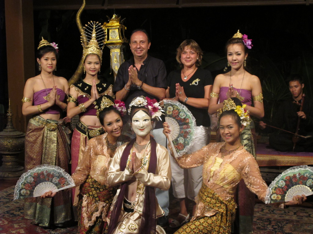 Bailarinas del Dhara Dhevi. Chiang Mai