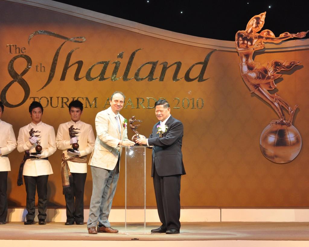 Recogiendo el Premio Friend of Thailand