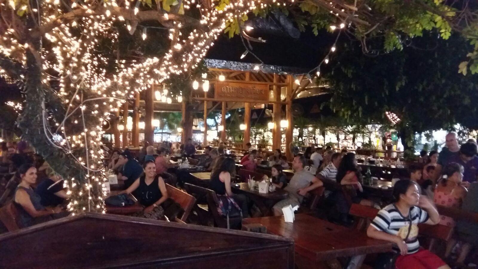 Paulina Rubio Arrasa En El Mercado Nocturno De Chiang Rai Turismo