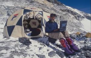 Transmitiendo una crónica desde el Everest