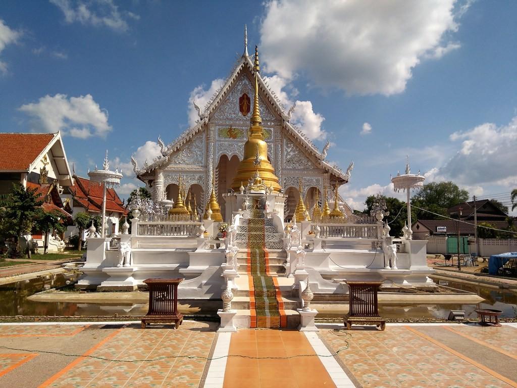 Templo blanco de Chiang Rai en Lampang -paraíso-