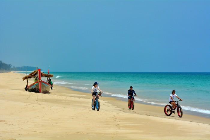 Turismo de Tailandia_Fat Bike เริงร่าบนชายหาดเขาหน้ายักษ์ จ.พังงา-เชษฐา นุ้ยเล็ก