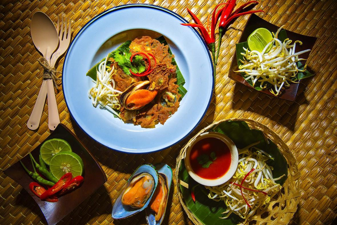 Turismo de Tailandia_Hoi Thot (Crispy fried mussel pancakes), Bangkok