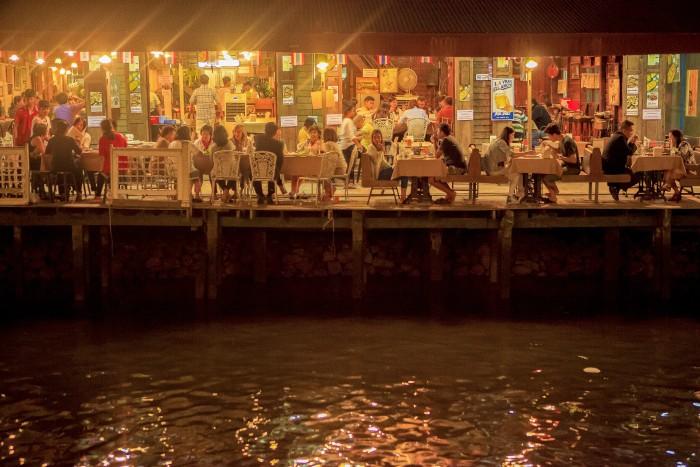 Turismo de Tailandia_ Amphawa Floating Market, Samut Songkhram