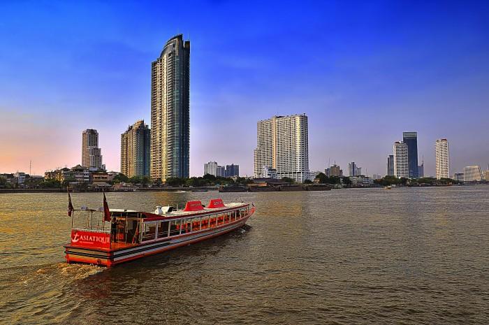 Turismo de Tailandia_Passenger Boat at Chao Phraya River, Bamgkok