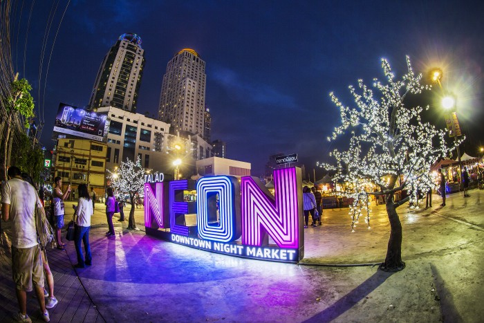 Turismo de Tailandia_Tailandia Talad Neon Market 003