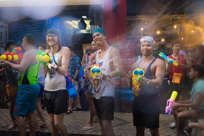 Turismo de Tailandia_Bangkok Songkran Festival at Silom Road