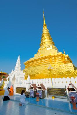 Meditación en un templo de Nan