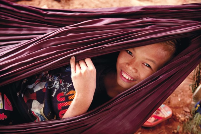 Niña tailandesa sonriente
