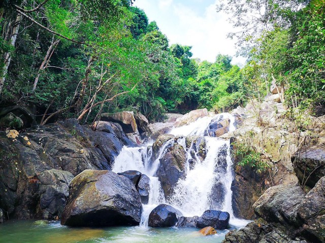 Water-fall-in-Than-Sadet-Ko-Pha-Ngan-National-Park-DNP