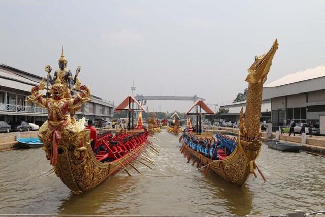 Procesión de barcazas reales