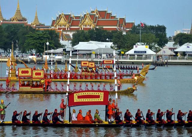 La procesión de barcazas reales