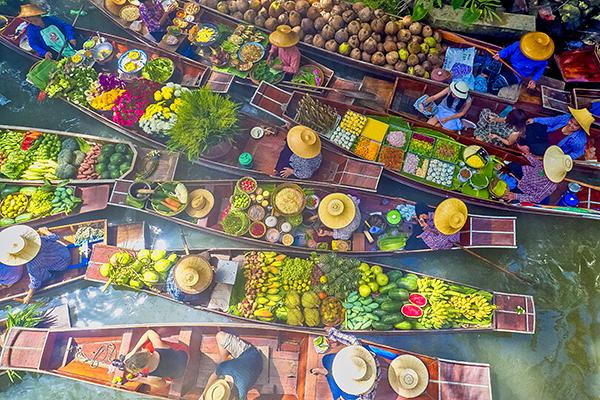 Saborea Tailandia a través de sus mercados flotantes