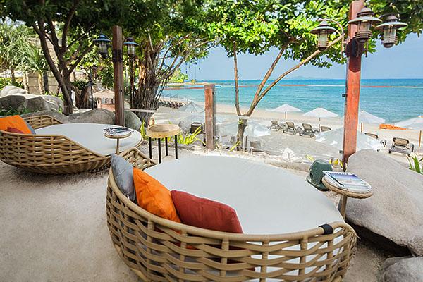 COAST Beach Club & Bistro en Centara Gran Mirage Beach Resort Pattaya